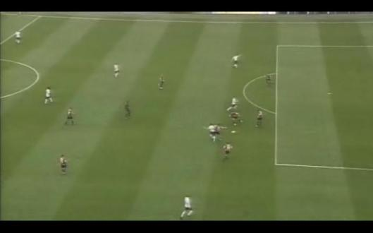 Van Persie plays a beautiful threaded ball to set up Fabregas for the Arsenal goal